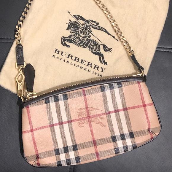 Burberry Handbags - Burberry wristlet mini